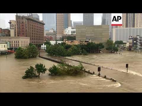 Huracan Harvey continua azotando a la ciudad de Houston