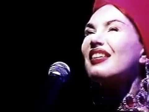 O Que É Que A Baiana Tem (ao vivo) - Carmem Miranda by Rosana Fiengo (1999)