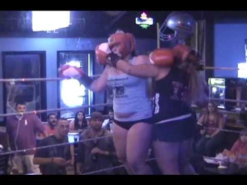 8.9.2012 FOXY BOXING at TOLEDO MAINSTREET HARLEIGH vs LORI fight-4