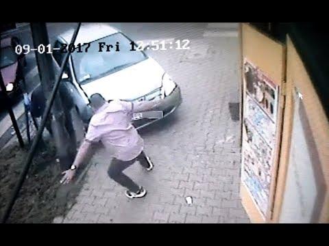 Potrącenie pieszego na chodniku - nagranie z monitoringu
