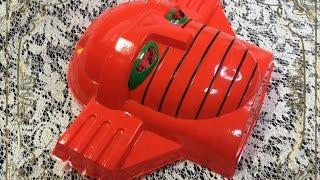 子供のころ、縁日で買ってもらった懐かしのお面です。 「スーパーロボット レッドバロン」は、1973~74年放送の特撮ドラマです。世界征服を狙...