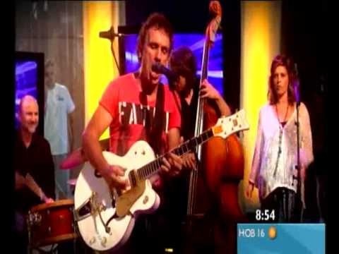 Ian Moss performs Tucker's Daughter live on Sunrise