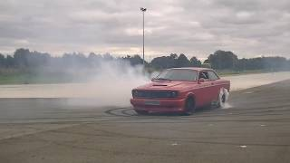 Video A Volvo 142 supercharged v8, Volvo 242 v8 and a Volvo 242 with a lot of boost having fun..!! download MP3, 3GP, MP4, WEBM, AVI, FLV Juli 2018