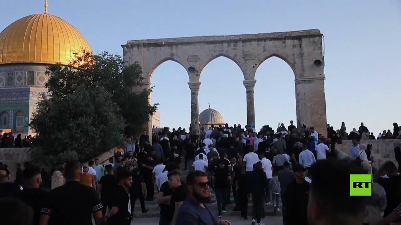 100 ألف فلسطيني يؤدون صلاة عيد الفطر في المسجد الأقصى  - 11:58-2021 / 5 / 13
