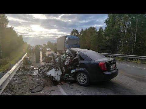 Югорская семья с малышом попала в аварию в Свердловской области