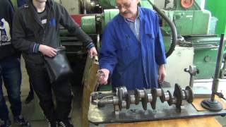 видео Шлифовка коленвала (расточка коленвала)