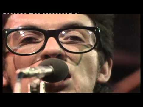 Elvis Costello & Attractions - Radio Radio [TOTP 1978]
