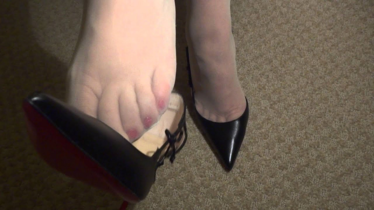 feet in pantyhose videos