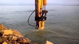 Гидромолот Delta F20S  для подводных работ(, 2014-12-26T09:19:30.000Z)