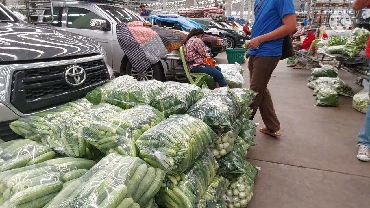 ลานจอดรถขายส่งผัก ตลาดสี่มุมเมือง กว้างใหญ่อลังการณ์มากๆ มาตอนบ่ายได้ผักสวยราคาเหมาๆ