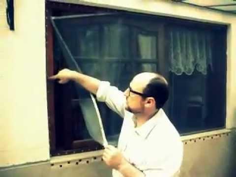 Mosquitero magn tico sobre una ventana de madera youtube for Mosquiteros de madera