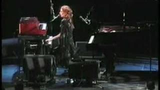 Tori Amos-Riverside.Church-NY-2002 =16-Scarlet's Walk