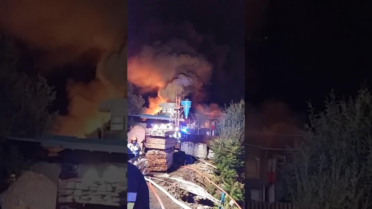 [NAGRANIE Z MIEJSCA AKCJI] Pożar tartaku w Żabnicy | 12-13.09.2018