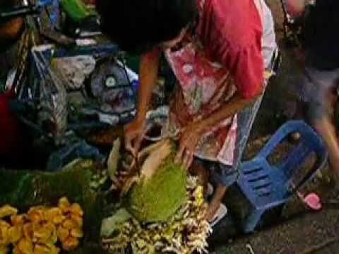 How to peel durian fruit, Thailand. Videos/Slideshows from around the world