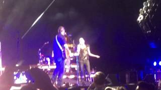 gwen stefani and blake shelton go ahead and break my heart at jiffy lube live bristow va 7 17 16