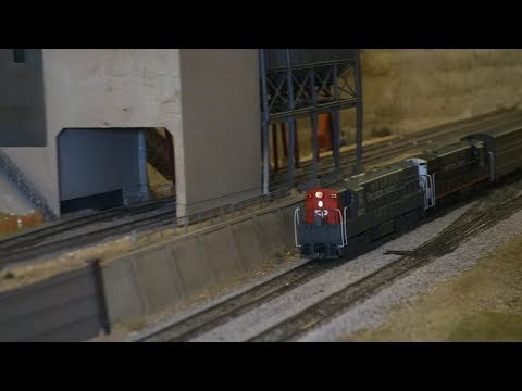 Commuter Trains are short... so is this video. Carquinez Model Railroad Club