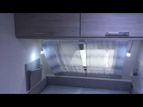 Wohnwagen Mit 3er Etagenbett : Sterckeman wohnwagen mit er stockbett youtube