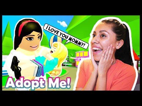 ADOPTING MY FIRST BABY! - ROBLOX - ADOPT ME!