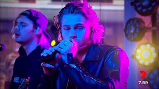 5SOS on Sunrise with interviews and 2 songs live