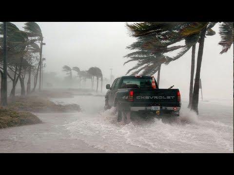 Сокрушительный ураган движется на Индию, жара в Сибири, посевы в Таджикистане. Погода в мире и СНГ