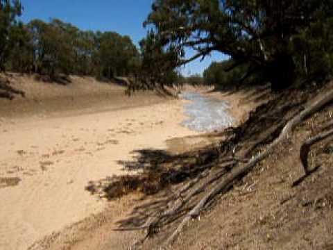 Darling River flows at last.AVI