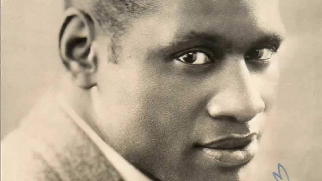 a biography of paul robeson an african american athlete singer actor and civil rights advocate Paul robeson was an athlete, film and stage actor, writer, singer, orator, lawyer and human rights activist he was part of a generation of black americans who looked to prove their equality by unshackling the chains of their forbearers and reaching prominent positions in their careers.
