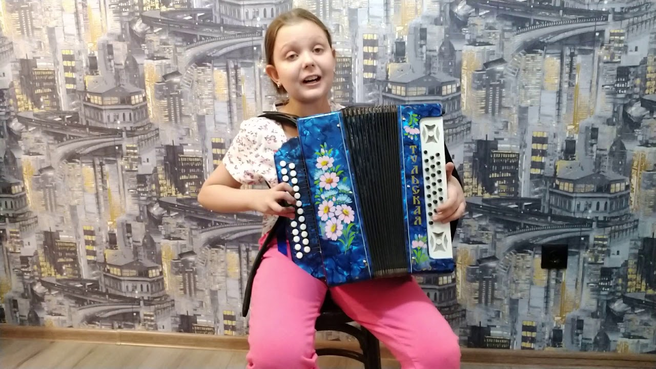 Динара Вдовина 10 лет и ее песни под гармонь