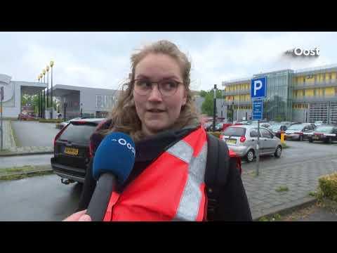 Gemeente Enschede zet bus in om Duitse bezoekers naar binnenstad te brengen, PvdA niet blij