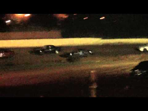 lake cumberland speedway 10 21 11 fwd heat part 2 wreck