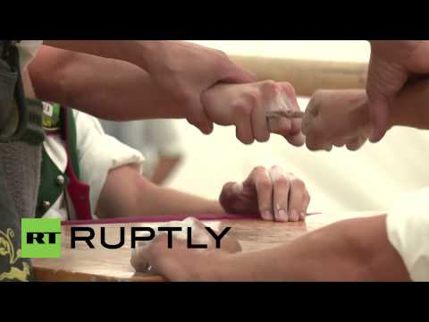 Germany: Watch these one digit fighters put thumb-wrestlers to shame