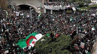 """Algérie : Bouteflika doit """"partir immédiatement"""", clament les manifestants"""