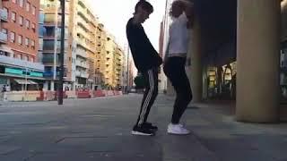 Парень и девушка танцуют шафл shuffle