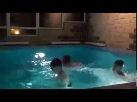 Юные лесбиянки в бассейне видео фото 218-460