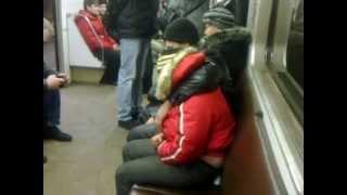 Пьяная баба с мужем в метро)))