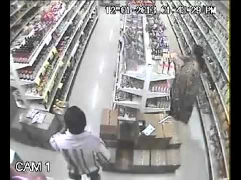 Robbery in reliance fresh by indian women.