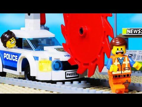 LEGO TRAIN STEAMROLLER CRANE POLICE FAIL in LEGO MOVIE 2