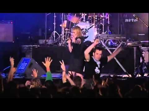 Metric's Dead Disco At La Route Du Rock (2005)