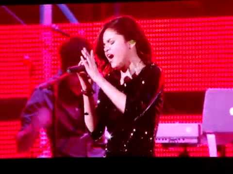 Selena Gomez singing Bidi Bidi Bom Bom the Houston Astrodome In Honor Of Selena Quintanilla!