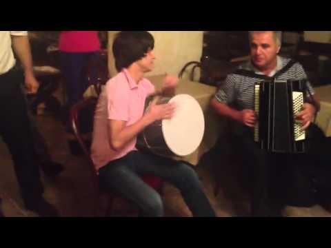 Осетины и грузины исполняют осетинские и грузинские мелодии