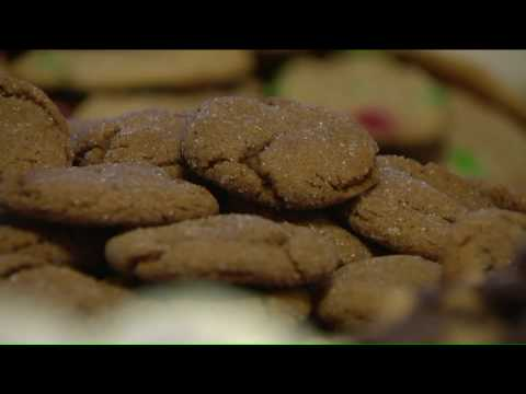 Mick Lee - Chicagoland Woman Baking 10,000 Cookies by Christmas