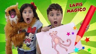 MEU LÁPIS MÁGICO QUE TRANSFORMA DESENHOS EM REALIDADE! Maria and magic drawing in color paints