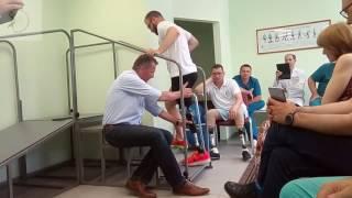Обучение правильной ходьбе на протезе - подъем  и спуск по лестнице