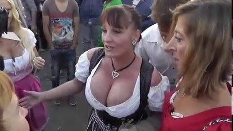 Busen und Brüste angucken auf dem Oktoberfest München