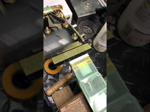 【川越のT.S.G.楽器店】Burny RLC 牛骨ナット交換「ナット溝切り」