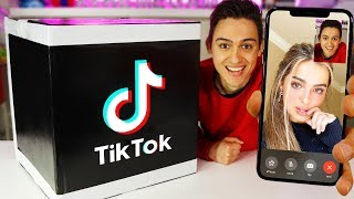 ADDISON RAE SENT US A TIKTOK MYSTERY BOX (WE FACETIME HER)