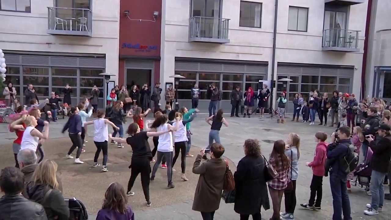 The Flash Mob Proposal, Oxford Castle Quarter