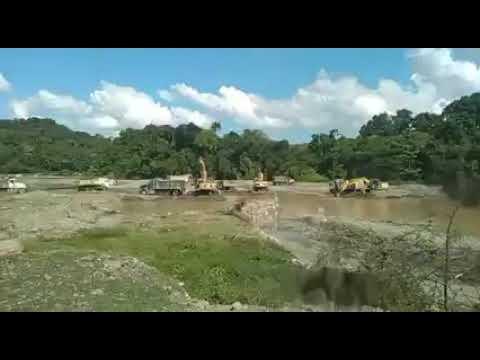 Más de 60 camiones y 3 retroexcavadoras a diario sacando material del río Yuna en Hato Viejo.
