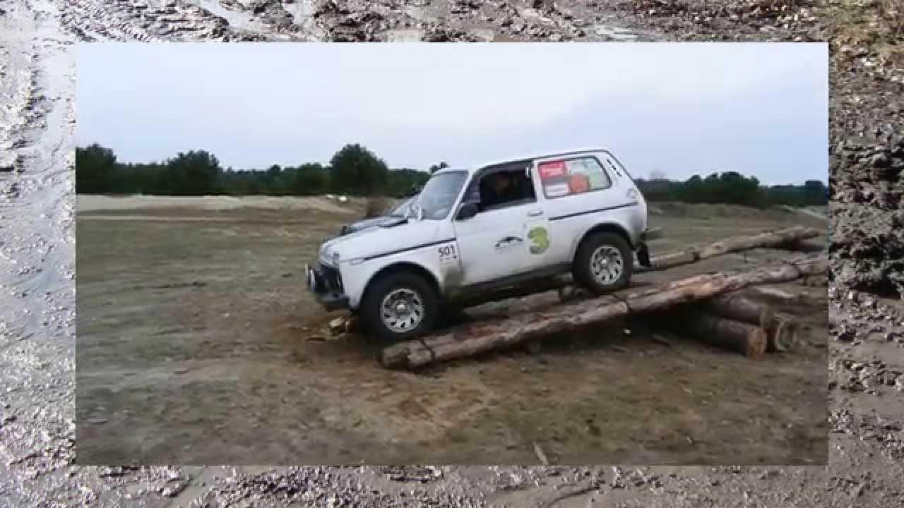 нива на 32 в грязи, синие джиперы )))))