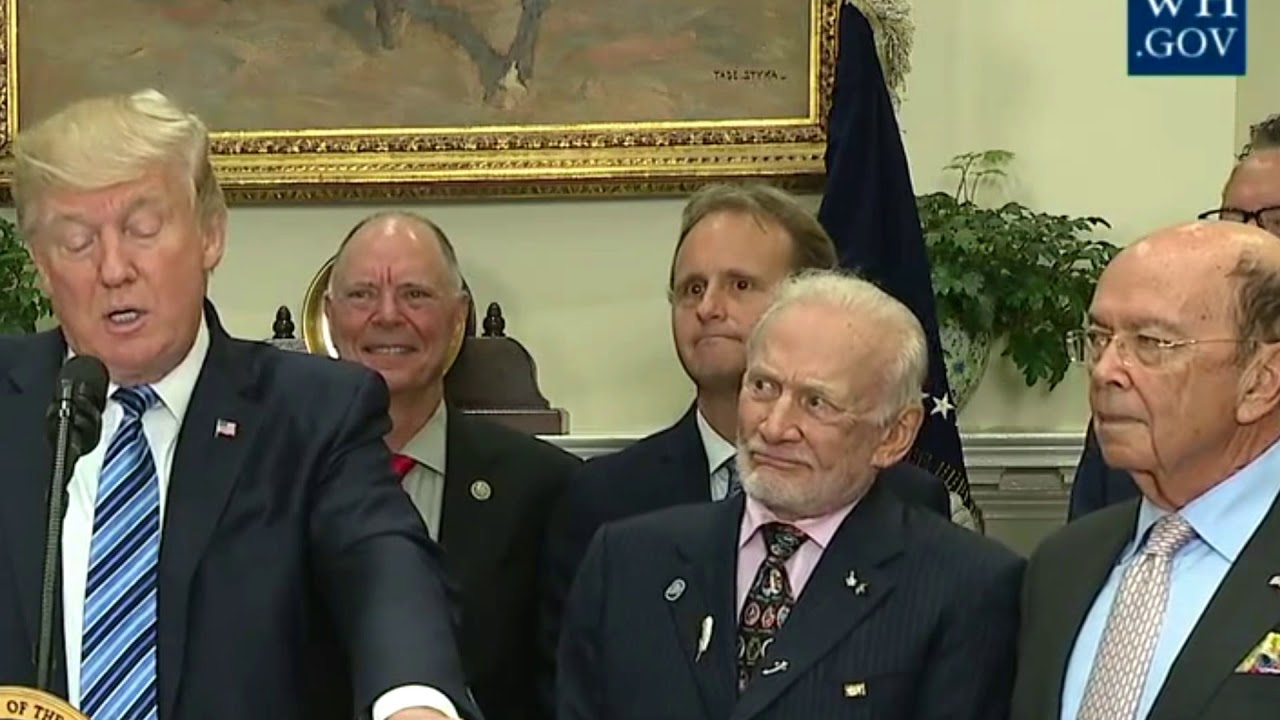 Donald Trump El espacio no existe