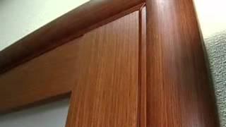 видео Как снять дверь с петель, приподнять полотно и повесить обратно